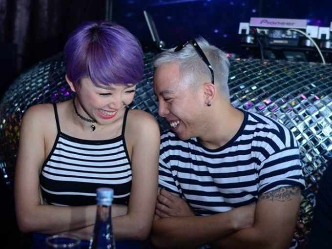Giai đoạn này, không khó để bắt gặp những hình ảnh tình tứ của Tiên - Touliver ở nơi công cộng. Cặp đôi không ngần ngại bày tỏ tình cảm hay thể hiện sự ăn ý trong cuộc sống, công việc.