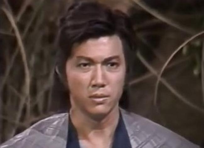 """Bạch Bưu trong vai Quách Tĩnh. Giống Mễ Tuyết, Bạch Bưu hiện vẫn đóng phim, ông góp mặt trong nhiều phim như """"Phi hổ"""", """"Nữ cảnh sát tác chiến""""..."""