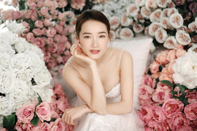 Các mẫu đầm mà Nhã Phương diện là các thiết kế mới được Chung Thanh Phong bổ sung cho bộ sưu tập I am sunny.