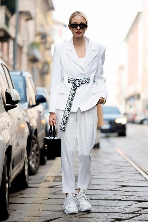4. 4 lý do nên mặc màu trắng mùa mát11