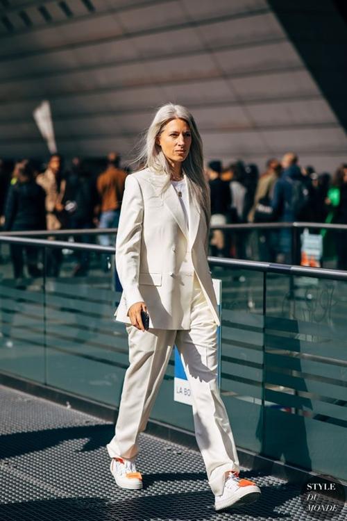 4. 4 lý do nên mặc màu trắng mùa mát6