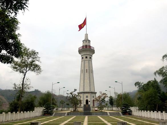 Cột cờ Lũng Pô ở Bát Xát - Lào Cai