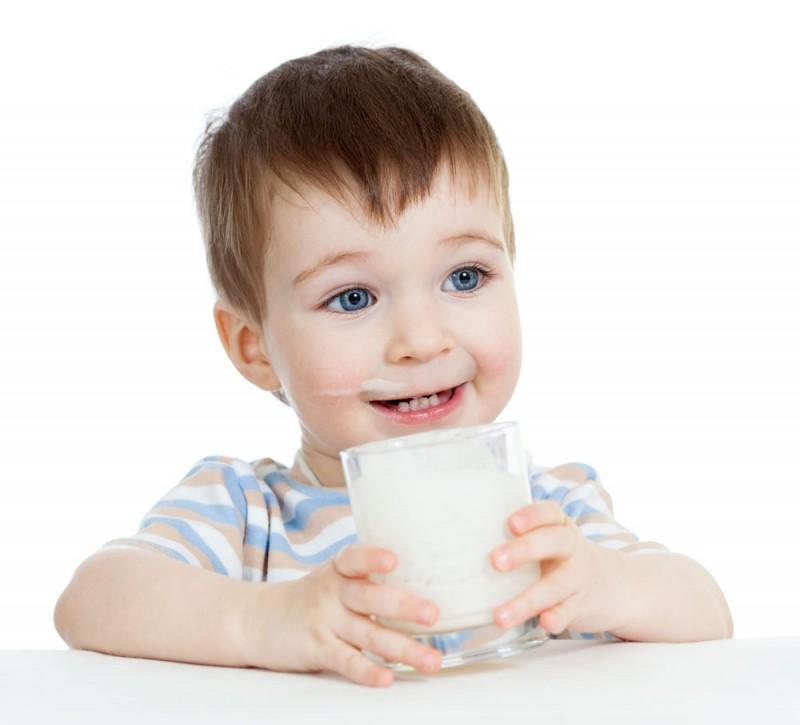 4. khi nào nên cho trẻ uống sữa tươi