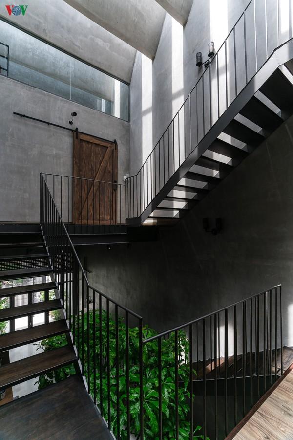Ở mỗi góc cầu thang đều có những điểm nhìn thú vị.