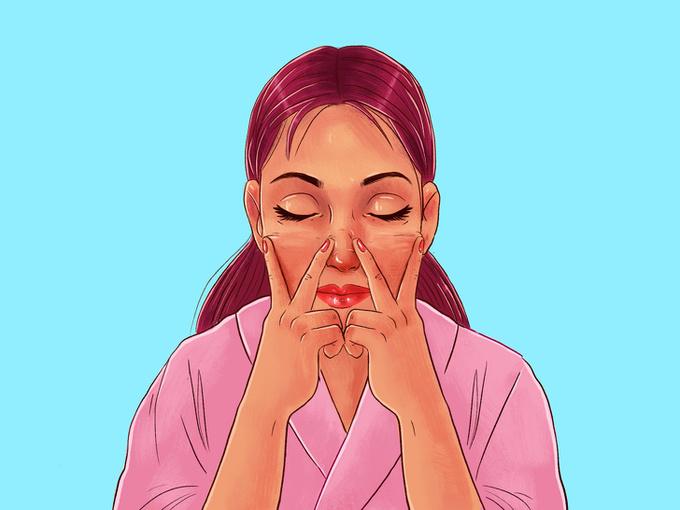 Tiếp tục dùng mặt trong của hai ngón vuốt từ hai bên cạnh sống mũi ra ngoài phía tai.
