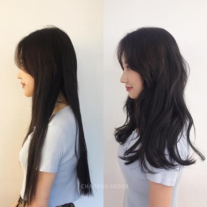 Kiểu tóc uốn xoăn nhẹ nhàng giúp cô gái này trông hiện đại và trẻ trung hơn hẳn.