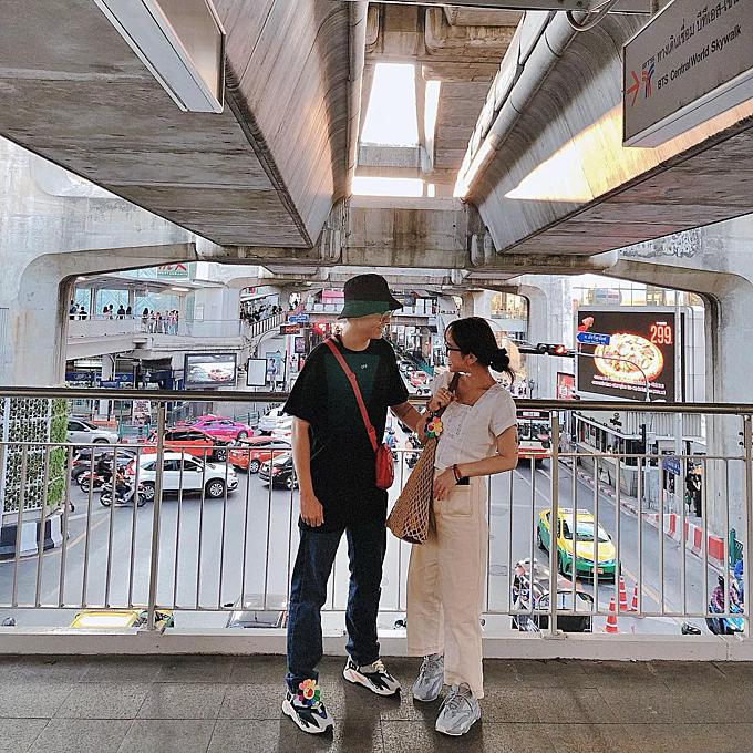 Một trong những điểm đến được cả Joyce Phạm và chồng yêu thích là thủ đô Bangkok (Thái Lan) với vô số trung tâm thương mại, chợ đêm... Có lúc, ái nữ nhà Minh 'Nhựa' còn bay sang Bangkok vài lần trong tháng.