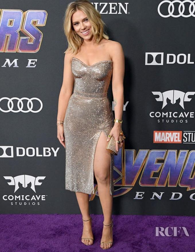 """Huấn luyện viên cá nhân của Scarlett Johansson khẳng định khách hàng của mình đã được """"đào tạo như một vận động viên chuyên nghiệp"""" để cô hóa thân vào nhân vật Black Widow hoàn hảo nhất có thể. Các bài tập dành cho Scarlett được kết hợp và thay đổi linh hoạt bao gồm: tập cử tạ, thể dục dụng cụ, Plyometrics, yoga…"""