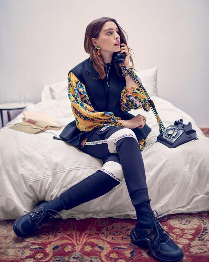Để xuất hiện hoàn hảo nhất với bộ đồ da bó sát của nhân vật Miêu nữ trong The Dark Knight Rises, Anne Hathaway đã phải tập luyện hà khắc với 5 buổi mỗi tuần. Nữ diễn viên chủ yếu tập tạ nhằm tăng cường hiệu quả đốt mỡ, tăng cơ. Ngoài ra cô còn dành một tiếng rưỡi cho lớp học khiêu vũ. Chế độ tập luyện này cũng được Anne Hathaway áp dụng để lấy lại vóc dáng sau khi sinh bé trai đầu lòng vào năm 2016.