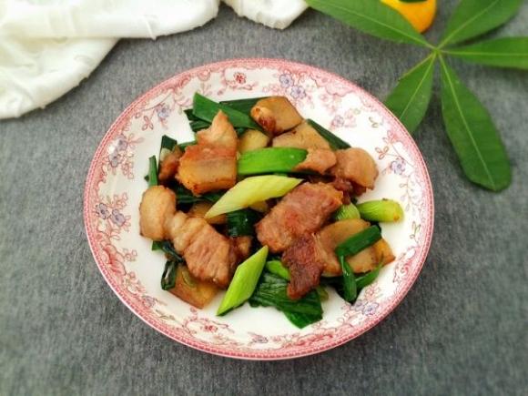 7. Thịt luộc ăn thừa đừng vội bỏ, hãy chuyển rang với tỏi tây ăn vừa thơm vừa không béo ngậy13