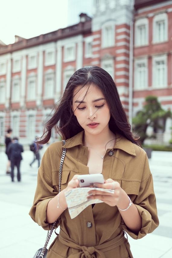 Sau một năm đăng quang Hoa hậu Việt Nam 2018, Tiểu Vy trở thành mỹ nhân được săn đón. Cô sở hữu nhan sắc rực rỡ và nỗ lực giữ gìn hình ảnh.