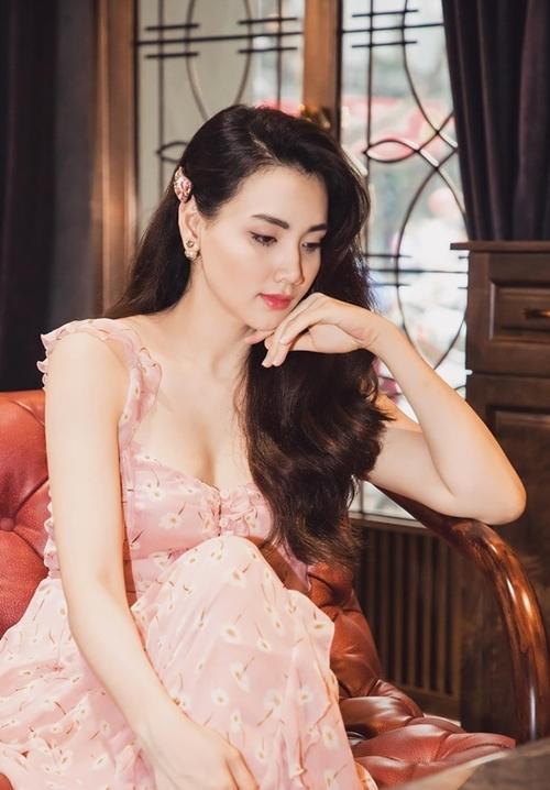 Sau khi lập gia đình, Trang Nhung dừng mọi hoạt động nghệ thuật để lui về sinh con và chăm sóc tổ ấm.