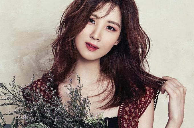 Ca sĩ Seohyun: Thành viên của Girls Generation sở hiệu khuôn mặt xinh đẹp và thân hình thon thả. Để làn da luôn sáng mịn, mượt mà, bí quyết của Seohyun là thoa một lớp mỏng dầu dưỡng sau khi rửa mặt.