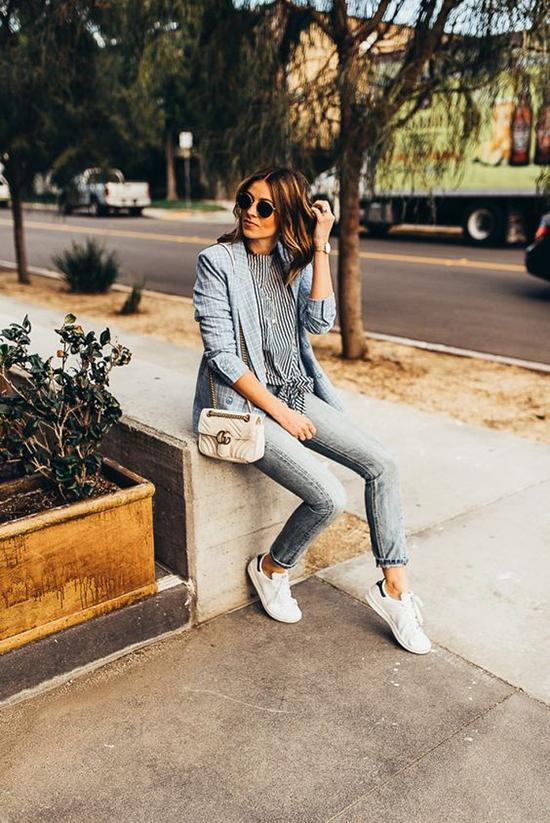 Phái đẹp thường tìm đến áo blazer khi cần xây dựng hình ảnh chỉn chu và thanh lịch khi đến văn phòng. Vì vậy đây luôn là trang phục không thể thiếu trong tủ đồ của những nàng công sở sành điệu.