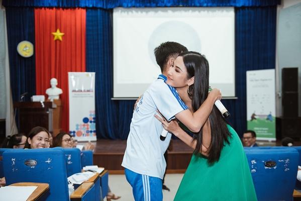 A hau Hoang Thuy (2)