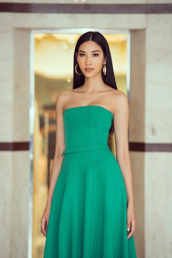 A hau Hoang Thuy (27)