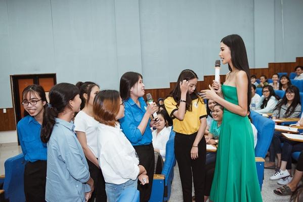 A hau Hoang Thuy (4)