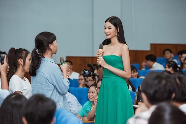 A hau Hoang Thuy (7)
