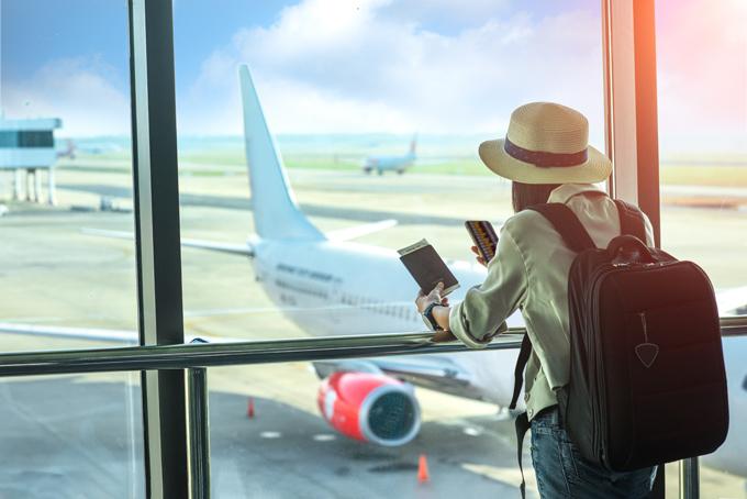 Bay transit thường rẻ hơn so với bay thẳng.