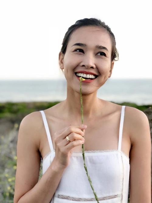 Một năm trở lại đây, Dương Mỹ Linh thường xuyên chia sẻ những khoảnh khắc cười rạng rỡ lên trang cá nhân. Cô như 'hồi sinh' sau chuỗi ngày buồn, dần thích nghi với cuộc sống trên đất Mỹ.