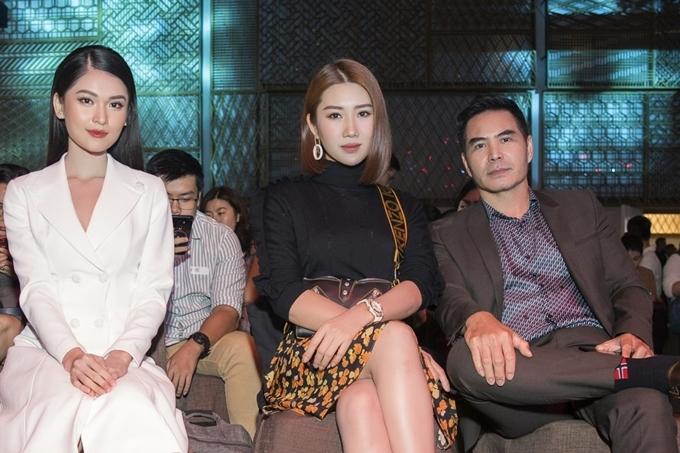 Á hậu Thùy Dung (trái) cũng là khách mời dự sự kiện.