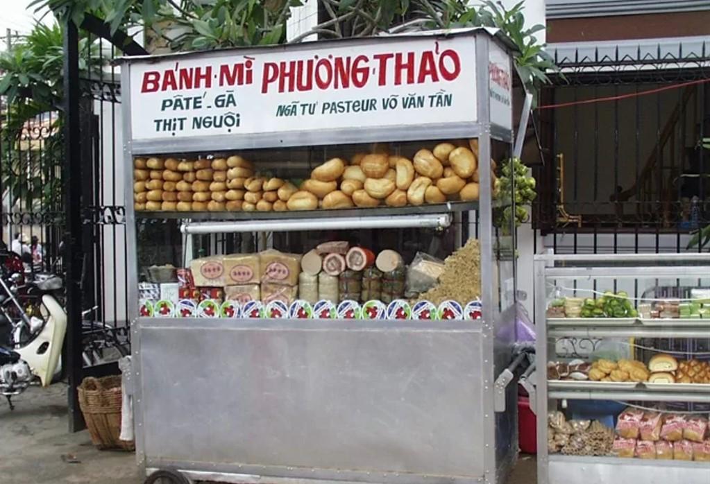 Tiệm bánh mì Phương Thảo trên đường Võ Văn Tần (TP HCM). Ảnh: Jean-Marie Hullot
