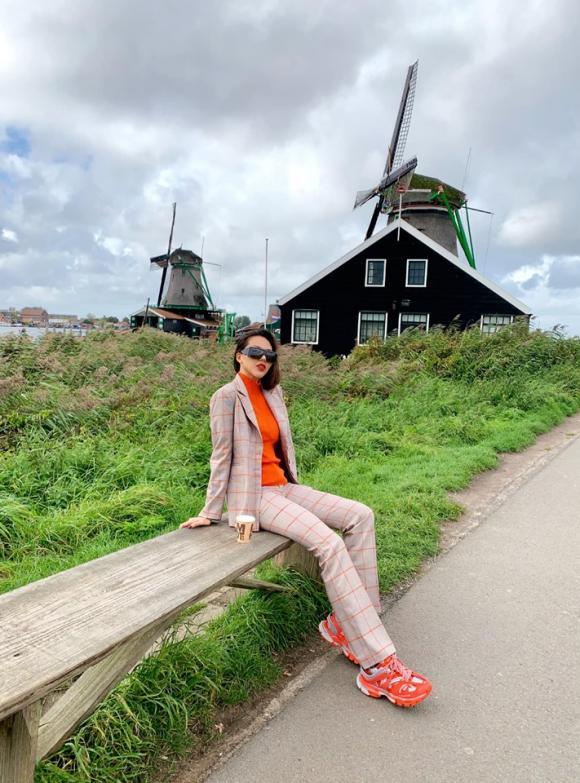 24. Đi du lịch Hà Lan ăn gì ngon. Hãy cùng tham khảo gợi ý của Kỳ Duyên, Minh Triệu2