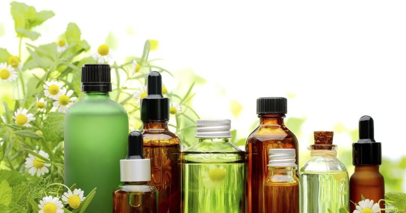 3. 5 tinh dầu giúp làm dịu và tái tạo làn da4