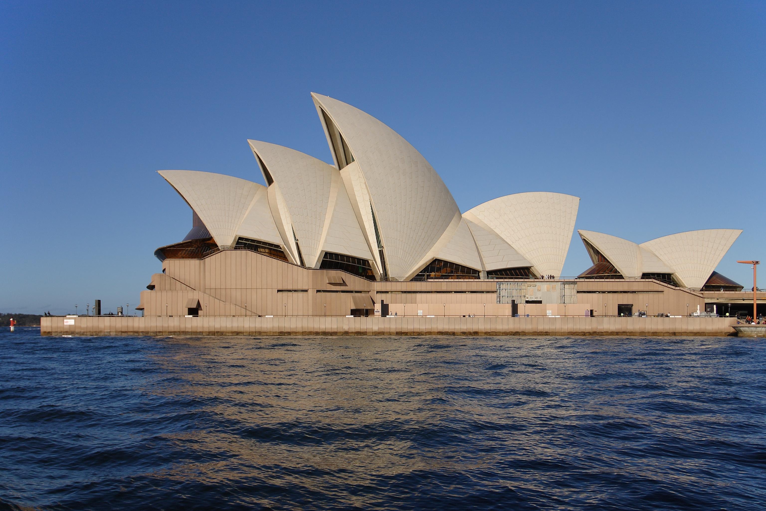 Nhà hát Opera Sydney trong ánh chiều tà.