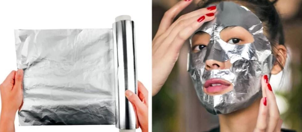 Đắp mặt nạ giấy bạc Giấy bạc không chỉ được dùng để bọc thực phẩm mà còn có thể dùng làm mặt nạ tăng hiệu quả cho kem dưỡng ẩm. Bạn nên để giấy bạc trong tủ lạnh trước, sau đó khi đã dưỡng da xong thì đắp lên để 'khóa' dưỡng chất lại. Giấy bạc làm lạnh còn có thể được dùng để trị bọng mắt.