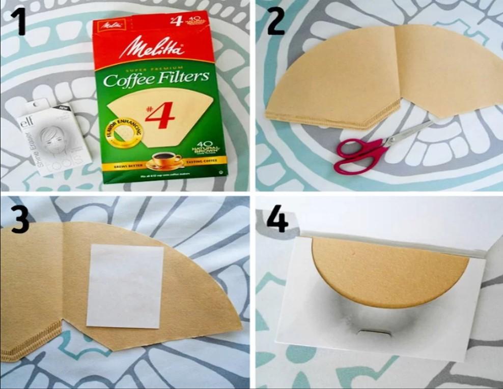 Thấm dầu bằng giấy lọc cà phê  Nếu bỗng nhiên hết giấy thấm dầu, bạn có thể sử dụng giấy lọc cà phê, chúng có tác dụng thấm hút dầu tương tự mà giá thành rẻ hơn rất nhiều.