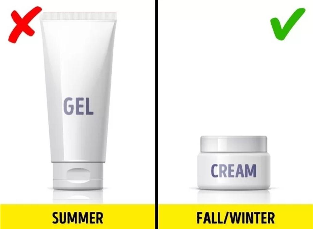 Thay đổi kem dưỡng da theo mùa Mùa hè, bạn nên dùng các sản phẩm dưỡng có kết cấu mỏng nhẹ, dễ thẩm thấu vào da. Đến mùa đông, bạn nên thay đổi chúng, chuyển sang các sản phẩm dạng kem đặc để tăng cường độ ẩm. Không nên dùng một bộ mỹ phẩm quanh năm suốt tháng. Bạn cần theo dõi tình trạng da và điều kiện thời tiết để thay đổi cho phù hợp.