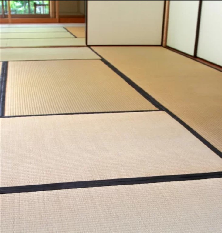 Bạn cũng không nên giẫm lên mép chiếu tatami.