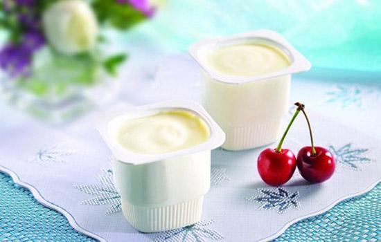Sữa chua chứa một lượng lớn vi khuẩn axit lactic và axit béo giúp thúc đẩy nhu động ruột, điều trị táo bón và giảm cân.