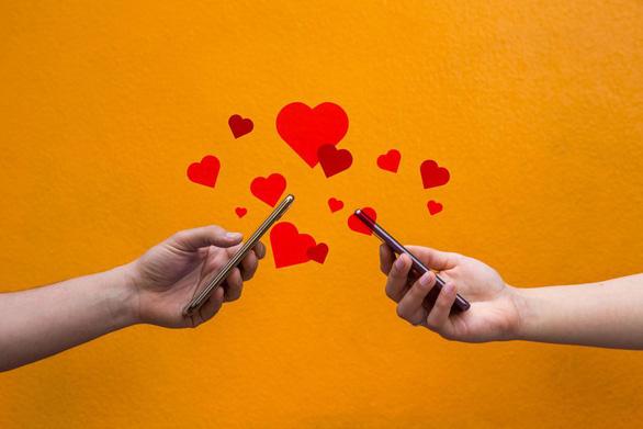Các ứng dụng hẹn hò online cũng là một kênh giúp nhiều chàng và nàng thoát ế - Ảnh: Tinder