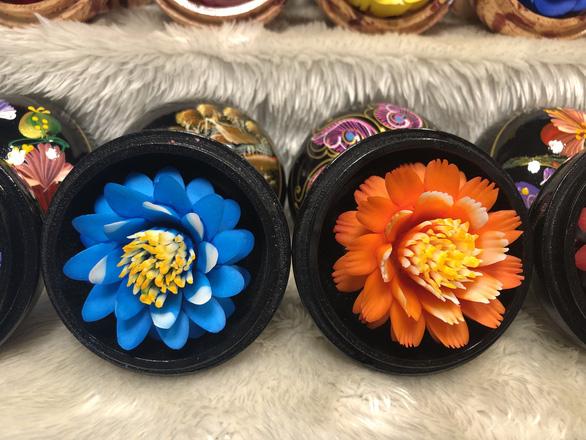 Xà phòng hoa loại nhỏ có giá 180 baht (khoảng hơn 130.000 đồng) - Ảnh: MINH KHÔI