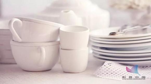 6. Tráng qua bát đũa ăn bằng nước đun sôi có thực sự giúp khử trùng2