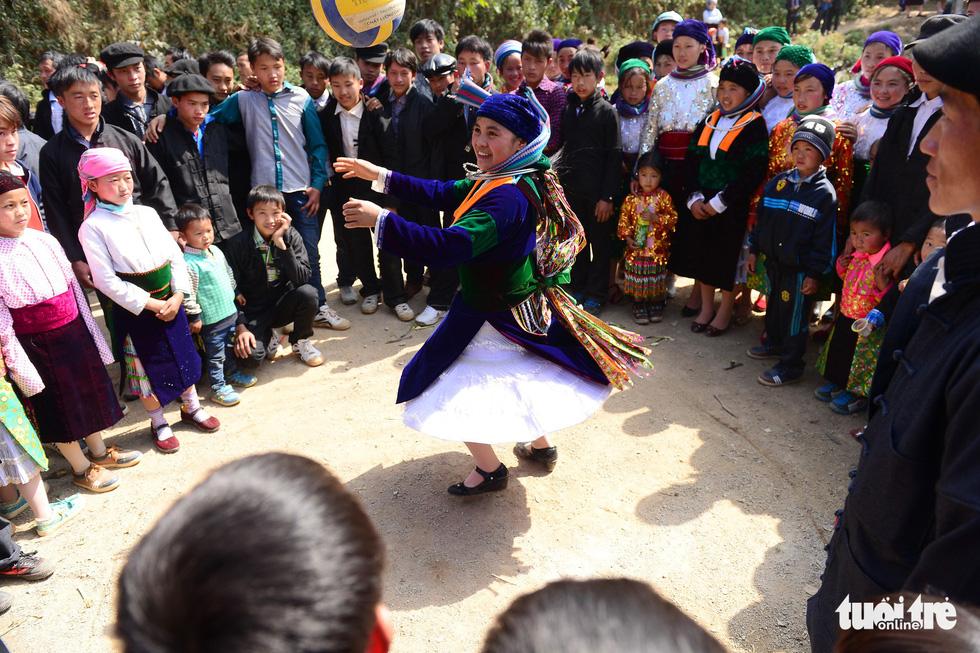 Người dân ở huyện Đồng Văn vui chơi ngày tết - Ảnh: QUANG ĐỊNH