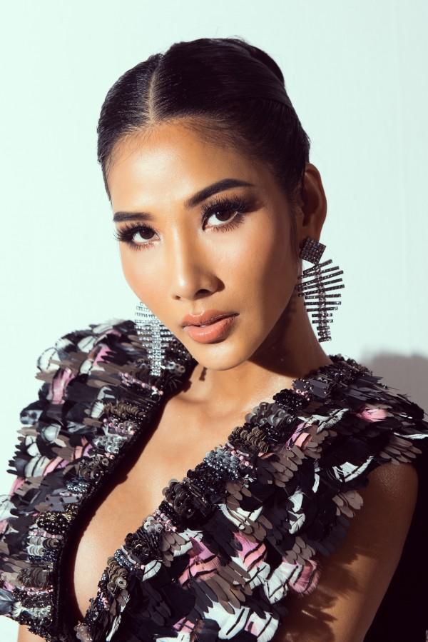 A hau Hoang Thuy_Hinh hieu Road To Miss Universe 2019 (10)