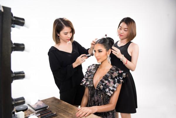 A hau Hoang Thuy_Hinh hieu Road To Miss Universe 2019 (3)
