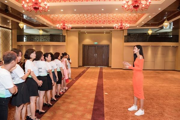 Chuan bi tap luyen cho Fashion Show (14)