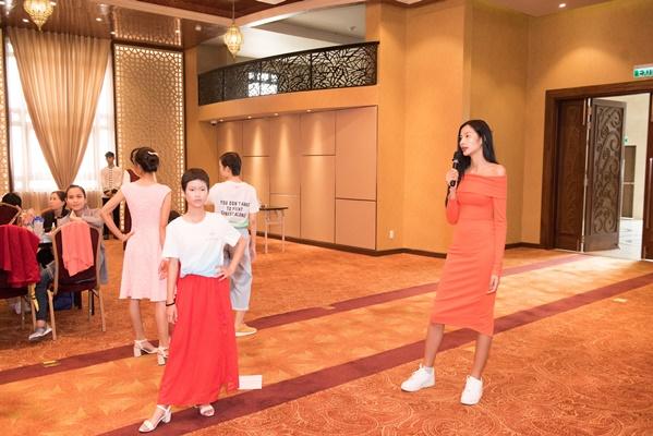Chuan bi tap luyen cho Fashion Show (21)