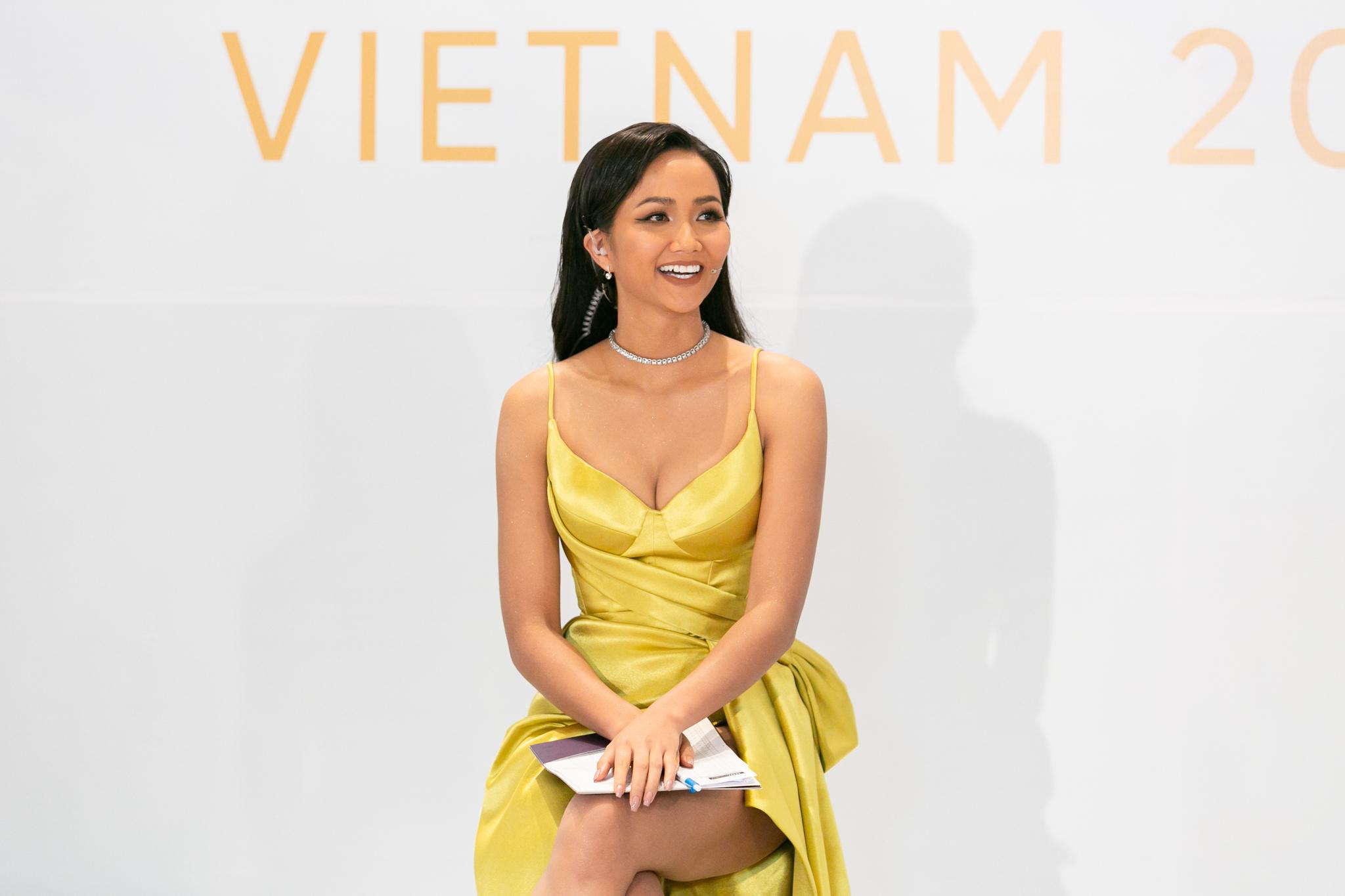 Phan thi Interview_So khao Phia Nam_Hoa hau Hoan vu Viet Nam 2019 (14)