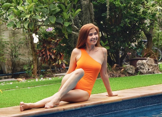 Đủ kiểu đồ bơi của quý bà U607