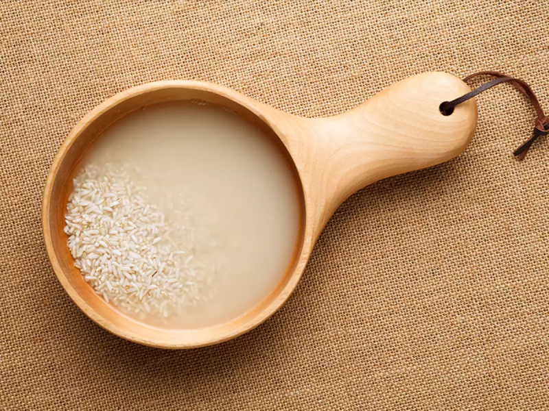 1. Đừng vội bỏ đi nước vo gạo nhé1