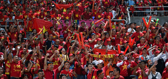Sự tiếp lửa của khán giả trên sân Mỹ Đình được dự báo sẽ mang về cho Việt Nam 3 điểm trước Thái Lan - Ảnh: AFC
