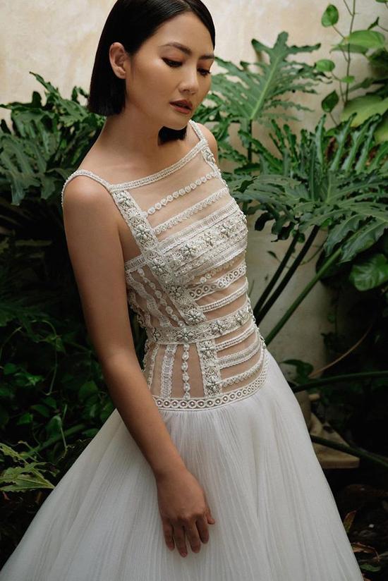 Hình ảnh mới nhất của Ngọc Lan với mái tóc ngắn cá tính, vóc dáng mảnh mai trong thiết kế váy xuyên thấu khi vừa công khai tin ly hôn với Thanh Bình.