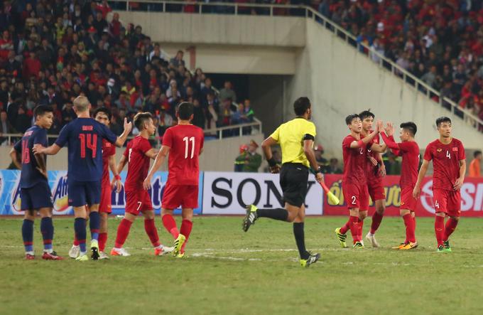 Trận lượt về giữa tuyển Việt Nam và Thái Lan ở vòng loại World Cup 2022 tối 19/11 trên sân Mỹ Đình kết thúc với tỷ số hoà 0-0. Kết quả này khiến tuyển Việt Nam hài lòng khi giữ được ngôi đầu bảng và khoảng cách ba điểm so với đối thủ.