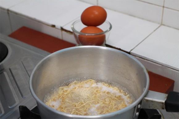 17. Cách làm món mì tôm trứng kiểu mới vừa ngon vừa lạ miệng1