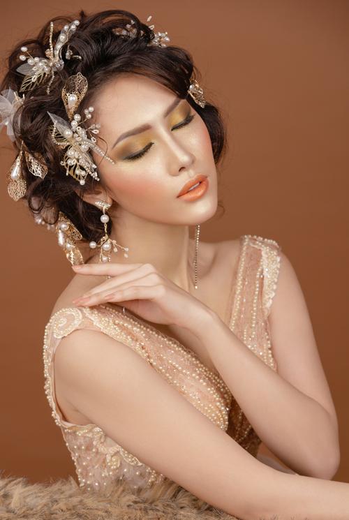 17. Makeup cưới tông đỏ, vàng mật ong4